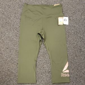 🎊 NWT Women's Reebok active leggings size L